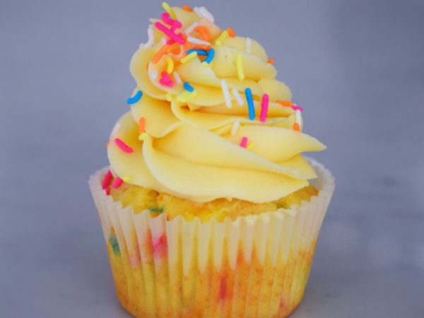 Easy One Bowl Funfetti Cupcakes