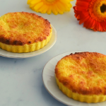 Delicious tart with a moist custard and coconut filling