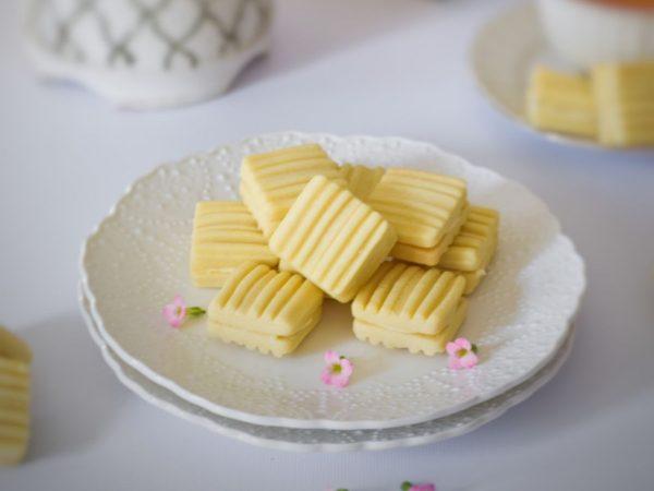 Mock Royal Cream Biscuit