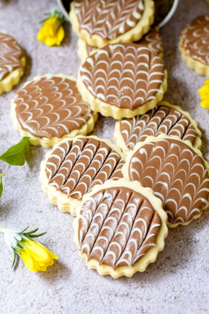 Basic cookies decorated with chocolate placed on a table